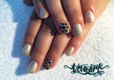 Zlatá s gepardím vzorem