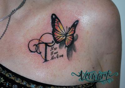 Motýl a iniciály