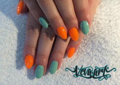 Neon orange a mint