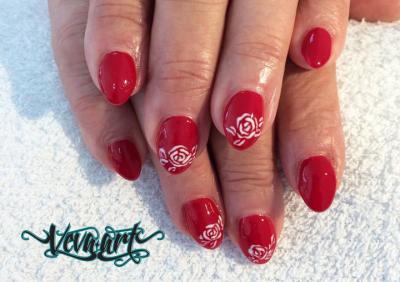 Červená s růžemi