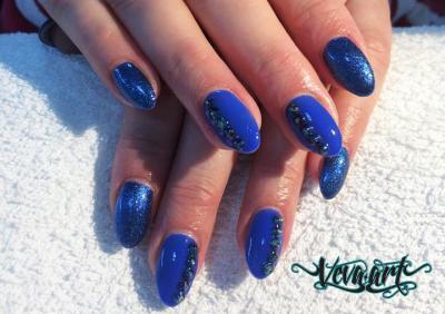 Modrá kombinace s glitry
