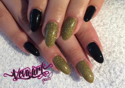 Zlato-černá kombinace