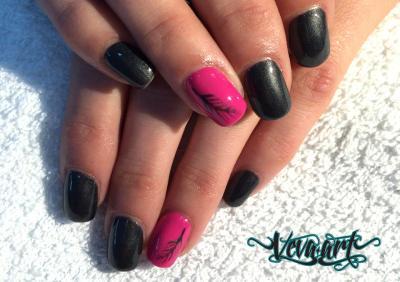Černá s perletí a růžová