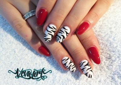 Zebra s červenou